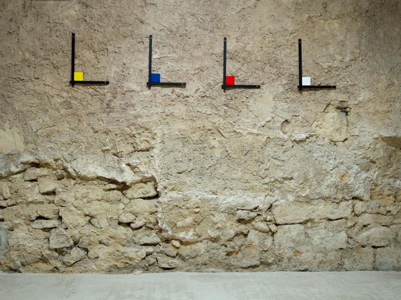 Yazid Oulab - Les outils de la peinture : Yazid OULAB 3, 4, 5 ou l'abscisse et l'ordonnée, 2021 Peinture sur métal 38 x 29 cm. © Philippe Petiot