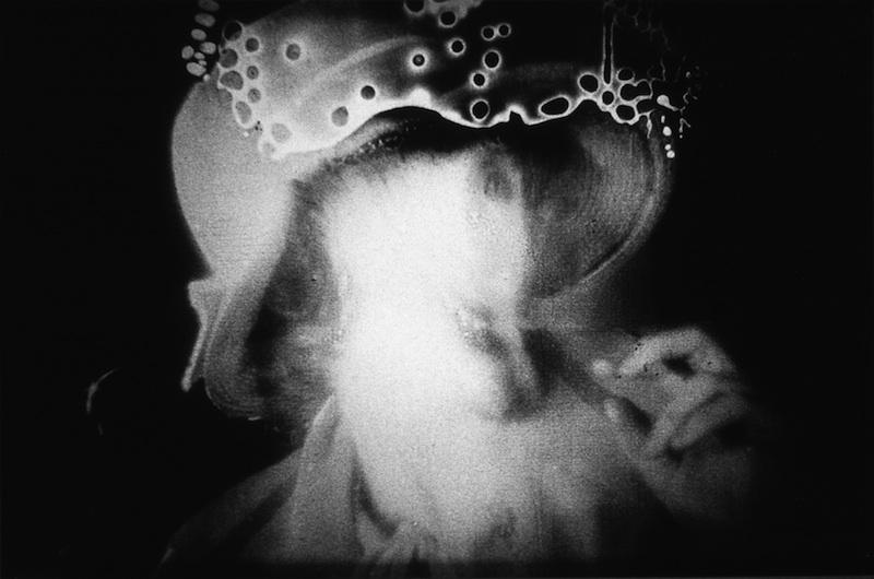 Abolir les mythes : Eric Rondepierre, Masques W 197 A, série : Précis de décomposition, 1993, 40 x 70 cm © Eric Rondepierre, CNAP, Adagp, Paris 2011