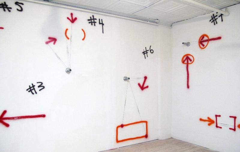 Peter Soriano «Otherside -> (NUM)BERS <- + Dessins» : Peter Soriano,Numbers, 2011, aluminium, câble en inox et peinture à la bombe, vue de l'atelier, courtesy galerie Jean Fournier.