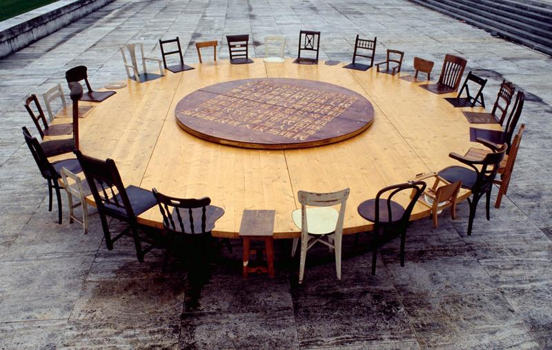 Chen Zhen : Chen Zhen, Round Table, 1995, © ADAGP/CNAP