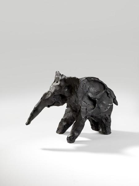 Alexander Calder : L'éléphant 1944 Bronze 15,5 x 25 x 10 cm Collection Fondation Marguerite et Aimé Maeght, Saint-Paul © Photo Archives Fondation Maeght, Saint- Paul ©Adagp, Paris, 2014