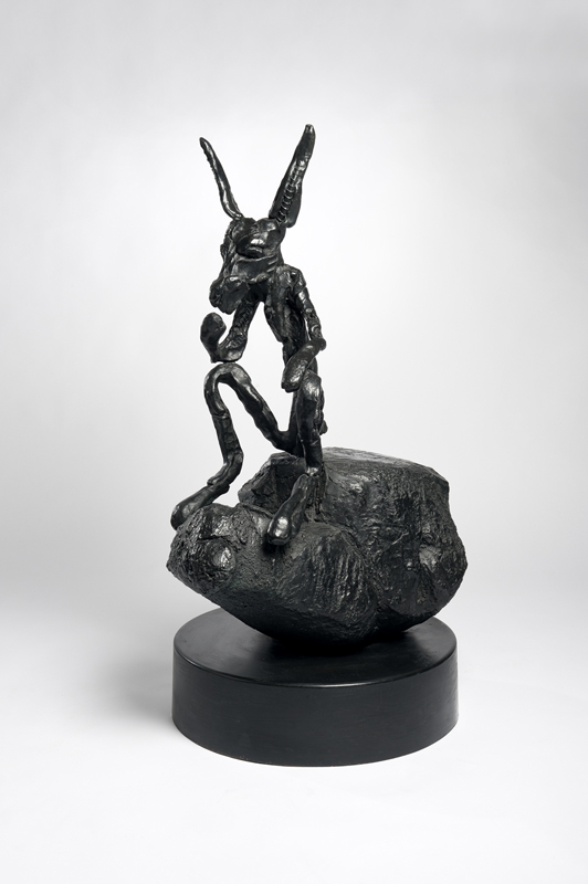 Barry Flanagan – Chevaux et compagnie : Barry Flanagan Thinker on Rock, Medium, ed. 6/8, 1997 Bronze, édition de 8 + 3 AP 113 x 61 x 57 cm, Courtesy Galerie Lelong / Photo Fabrice Gibert