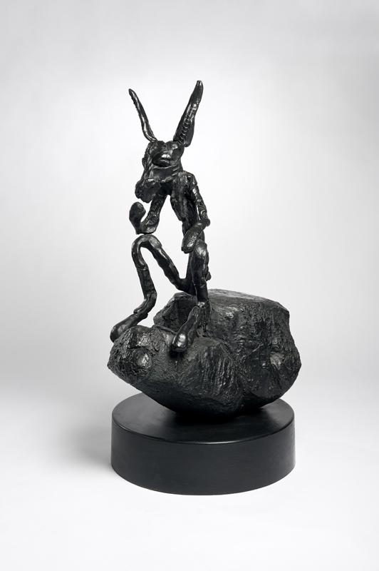 Barry Flanagan – Chevaux et compagnie : Barry Flanagan Thinker on Rock, Medium, ed. 6/8, 1997 Bronze, édition de 8 + 3 AP 113 x 61 x 57 cm, Courtesy Galerie Lelong / Photo Fabrice Gibert
