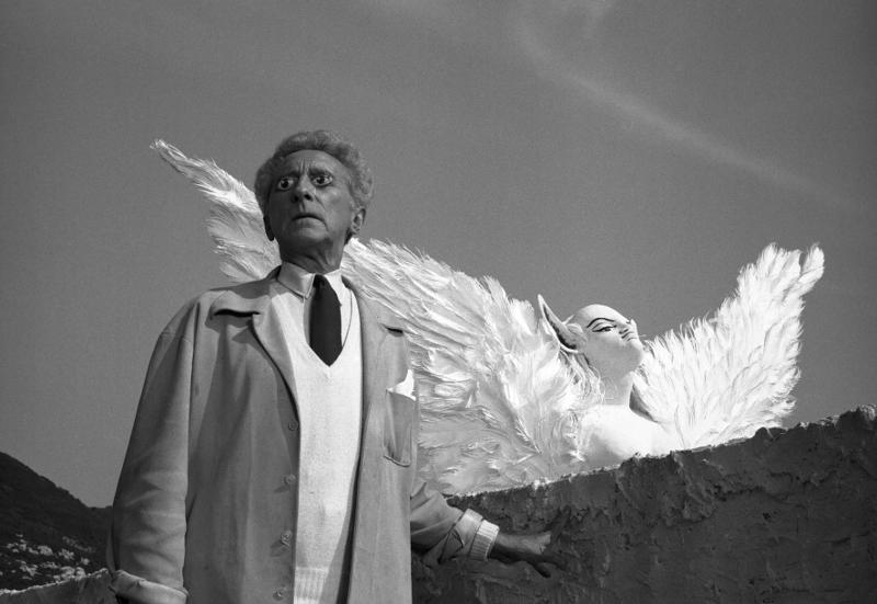 Lucien Clergue. Les premiers albums : Le Poète et le Sphinx tournage du Testament d'Orphée de Jean Cocteau Les Baux-de-Provence, 1959 tirage moderne argentique 40,2 x 47,1 cm © Atelier Lucien Clergue