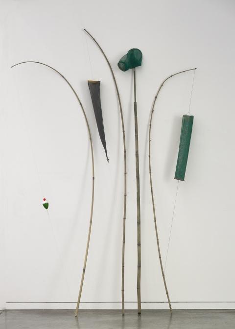 Daniel Dezeuze. Une Rétrospective. :  Objets de cueillette, 1993 Collection privee Credit photographique : Ville de Grenoble / Musee de Grenoble - J.-L.Lacroix © Adagp, Paris 2017