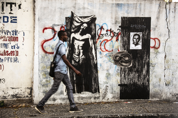 Ernest Pignon-Ernest. Le secret cheminement du sang : Ernest Pignon-Ernest Haïti, 2019 Photographie montée sur aluminium, 6 exemplaires 53 x 80 cm © Ernest Pignon-Ernest / Courtesy Galerie Lelong & Co.
