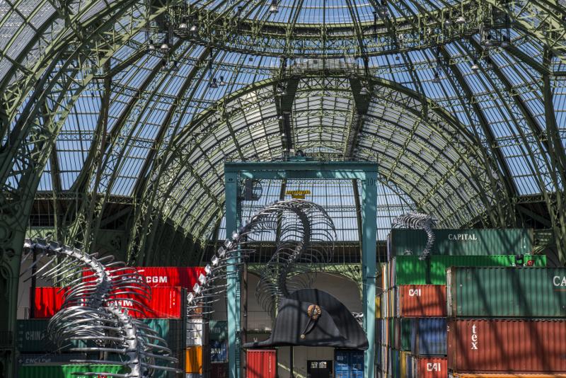 Huang Yong Ping. Monumenta 2016 - Empires : Vue de l'installation de Huang Yong Ping, Empires pour Monumenta, nef du Grand palais, 2016. Courtesy l'artiste et galerie Kamel Mennour, Paris