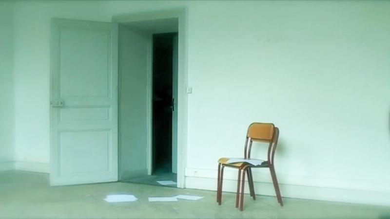 Isabelle Lévénez – Chambre d'attente : Isabelle Lévénez, Chaises 2, 2012, vidéo sonore, 16-9HD, 2 minutes