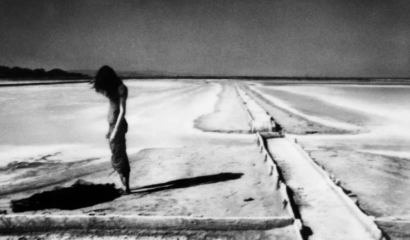 Corinne Mercadier – Black screen drawings et Longue distance : Tombé des cintres, issue de la série Longue Distance, 2005-2007  Corinne Mercadier / Courtesy Galerie Les Filles du Calvaire, Paris