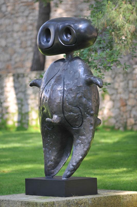Miró sculpteur : Personnage, Bronze, 1970 - 200 x 120 x 120 cm. © ADAGP Paris 2010 © Archives Fondation Maeght, Saint Paul