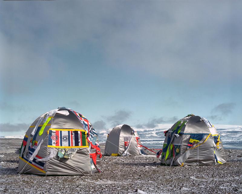 Ailleurs : Antartic Village, 2007  © Lucy et Jorge Orta Courtesy : Galerie Continua