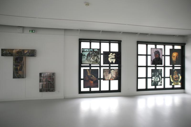 Les vitraux de Sarkis : Vue de l'exposition : Les Vitraux de Sarkis, Musée de la Pêcherie, Fécamp