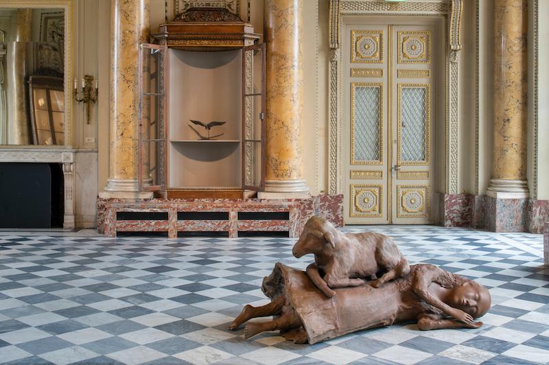 Kiki Smith. : Kiki Smith, Sleeping, Wandering, Slumber, Looking About, Rest Upon, 2009- 2019 Bronze, dimension variable © Kiki Smith, courtesy Pace Gallery