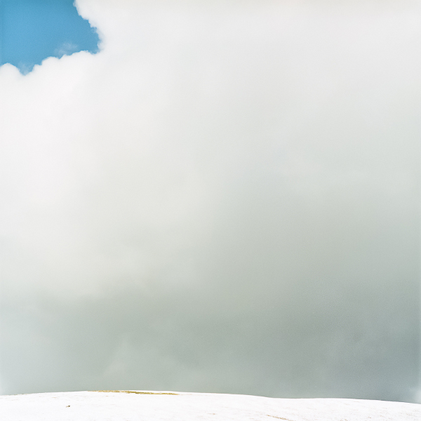 Sophie Hatier – Les contemplations suspendues : Montagne d'Angele (Drôme). Tirage Argentique contrecollé sur dibond. EDITIONS DE 7, 80 x 80 cm.