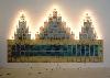 Nevermore : Christian Boltanski, Monument, 1986. Photographies collages, métal, verre, ampoules et fils électriques, 186 x 334 x 6 cm. Collection MAC/VAL. Acquis avec la participation du FRAM Île-de-France. Photo Jacques faujour. © Adagp, Paris 2010.