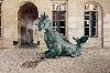 Thomas Schutte. Trois Actes : Thomas Schutte. Drittes Tier, 2017. Bronze, brumisateur d'eau, 350 x 410 x 215 cm © Aurélien Mole - Monnaie de Paris