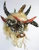 Mascarades et carnavals : Masque de Diable rouge, Créé par Georges Grangenois, en décembre 1997, Chanvre, casque de moto, cornes et queues de boeufs, fil électrique, grillage, mâchoire de requin, miroirs, plastique et pigments. H. : 69 cm, Collection particulière, © Archives Musée
