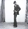 Malick Sidibé, Mali Twist : Malick Sidibé Un gentleman en position, 1980 Tirage gélatino-argentique signé, 2013 50,5 x 40,5 cm Courtesy Galerie MAGNIN-A, Paris © Malick Sidibé