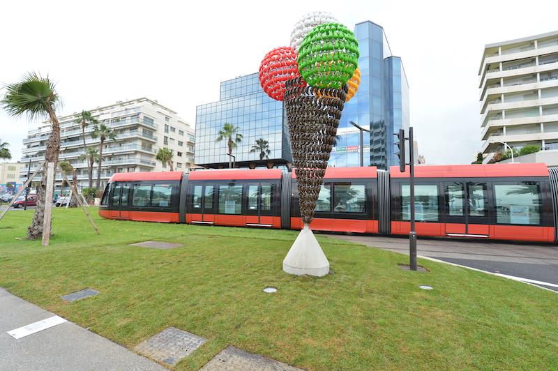 À Nice, le transport et les œuvres